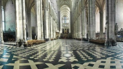 14h : Unusual visit to the Cathedral