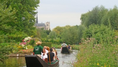 "12h : Boat in the ""hortillonnages"""